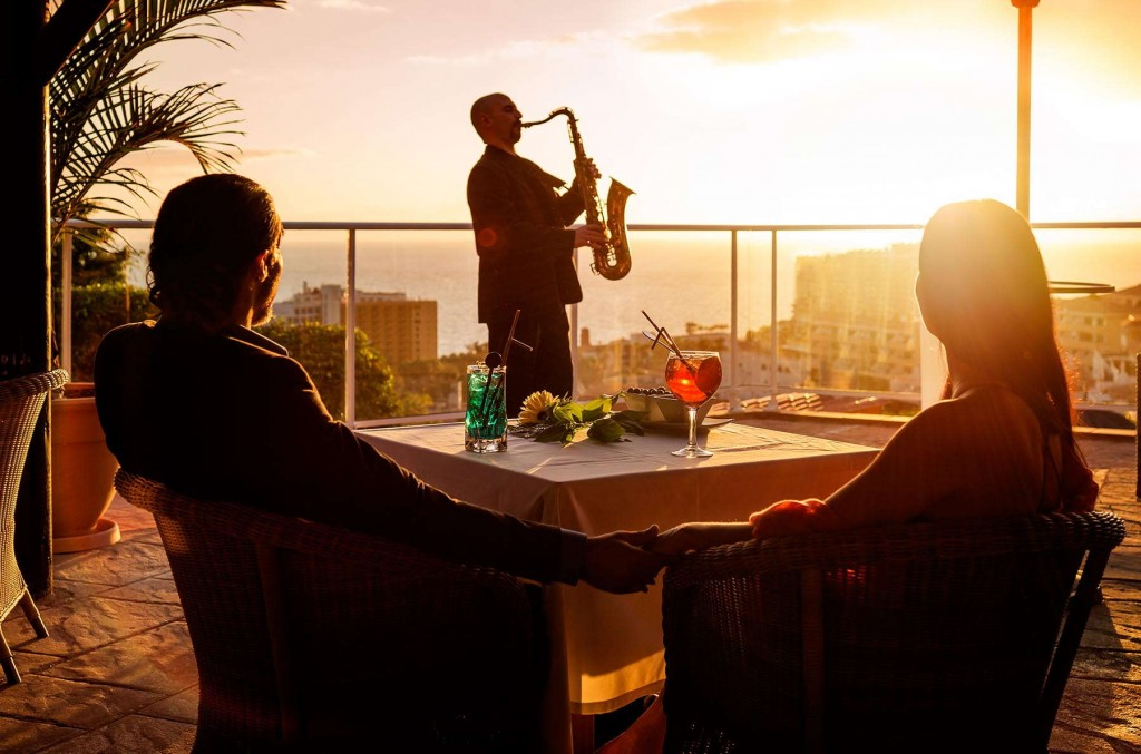 An amazing sunset while guests enjoy a live performance at Monterey in Tenerife
