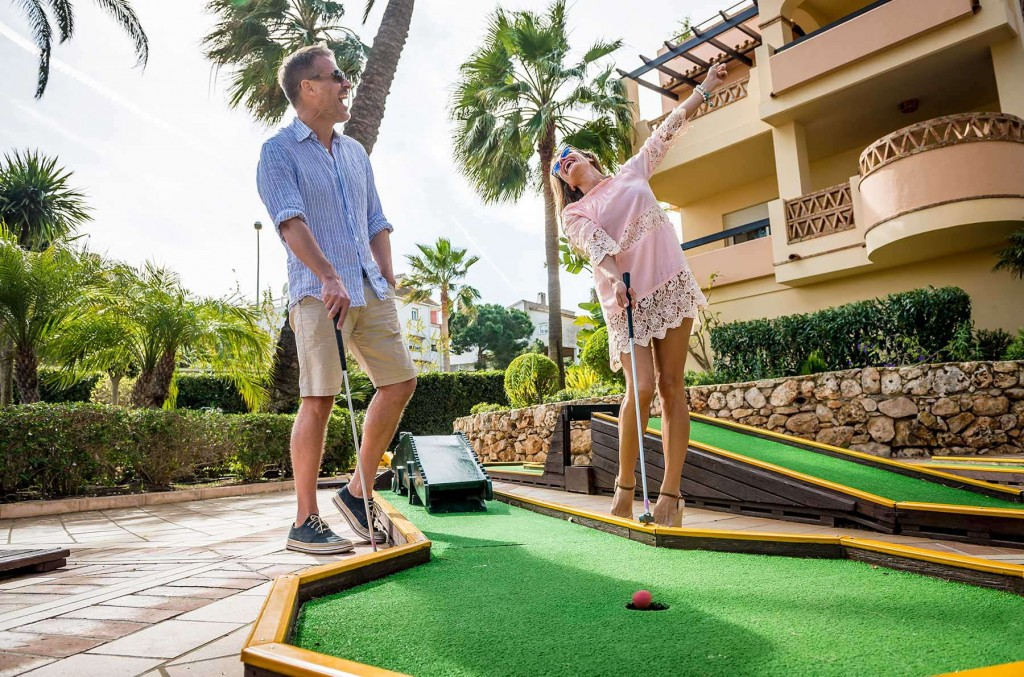 Guests playing a fun game of mini golf at Santa Cruz Suites on the Costa del Sol