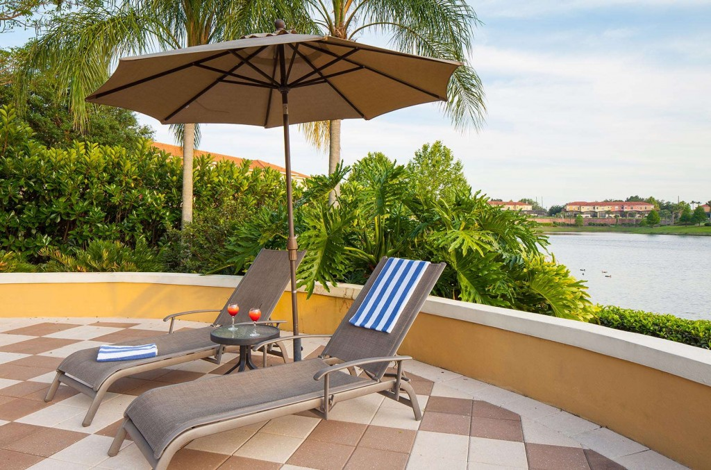 Sunny lounge area next to the pool in Encantada